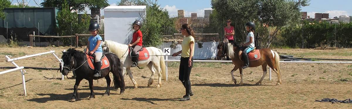 Clases de ponis en la Escuela Hípica Riopudio. Espartinas, Sevilla.