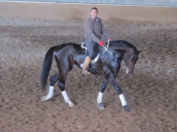 Antonio Andújar en el centro hípico de Espartinas, Sevilla. Monta a caballo en la Escuela Hípica Riopudio.